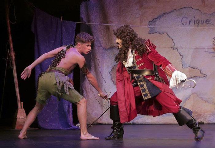 La revanche du capitaine crochet - Peter pan et capitaine crochet ...